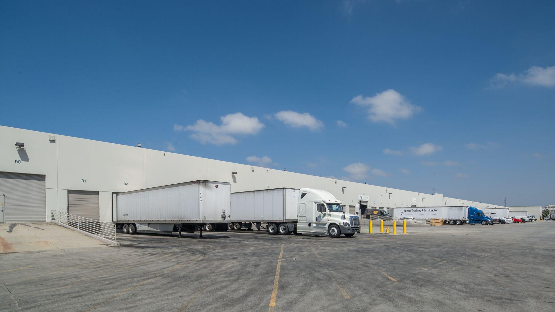 DPM-LAX-Logistics-Ctr-2-3.jpg