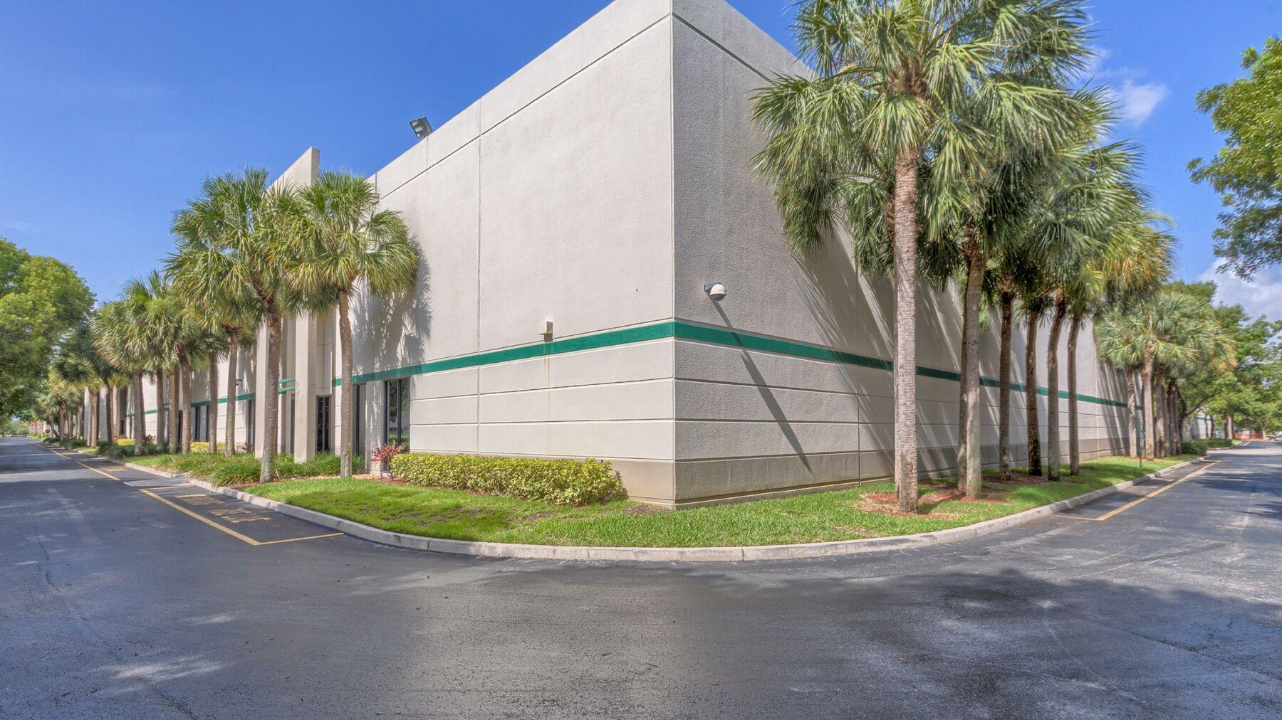 DPM-BRC00203-Centerport-300-Property-Photo.jpg