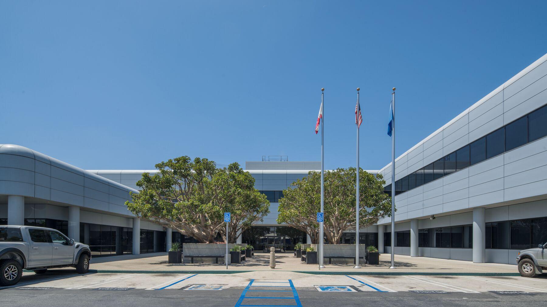DPM-LAX-Gateway-Bus-Prk-1-1.jpg