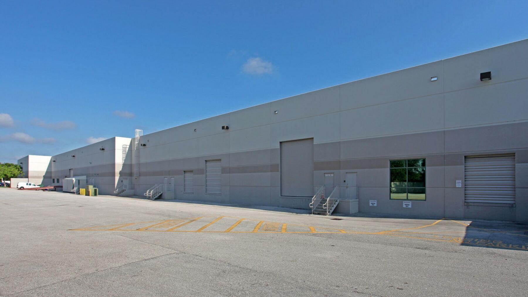 DPM-PBC01003-Northpoint-1400-Dock-Doors-Photo.jpg
