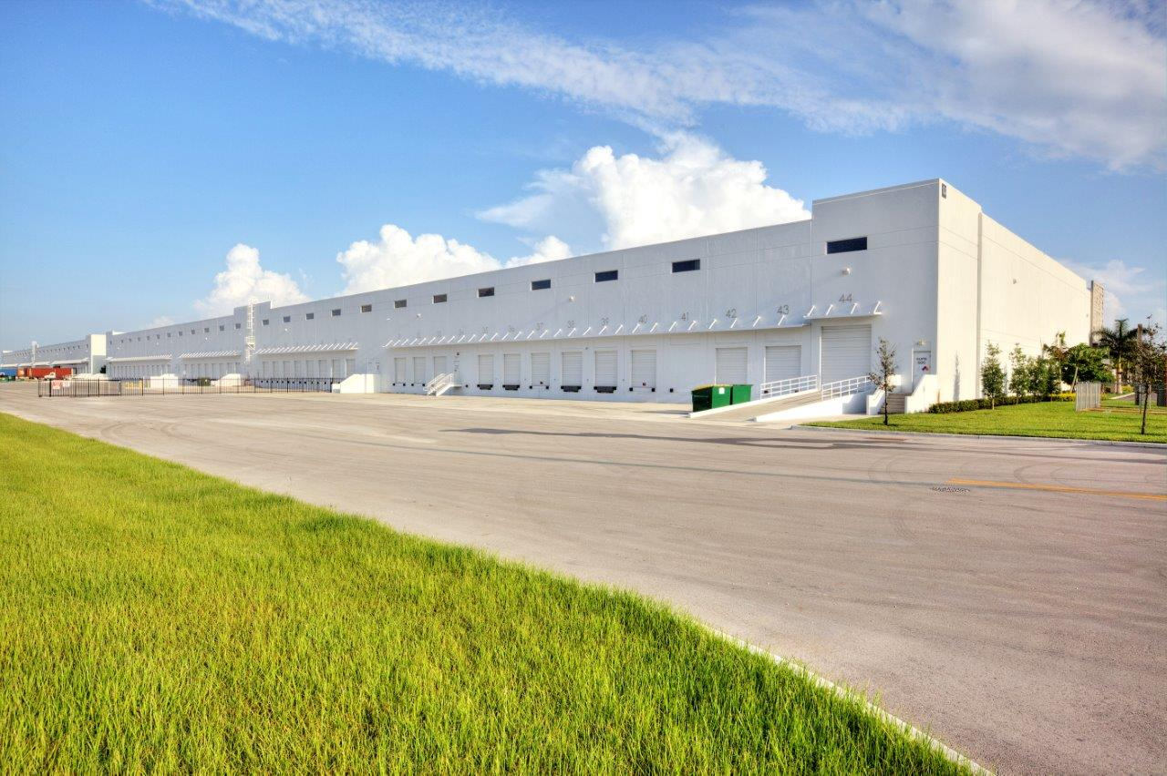 Prologis-Miami-International-Tradeport-8_Truck-Court.jpg